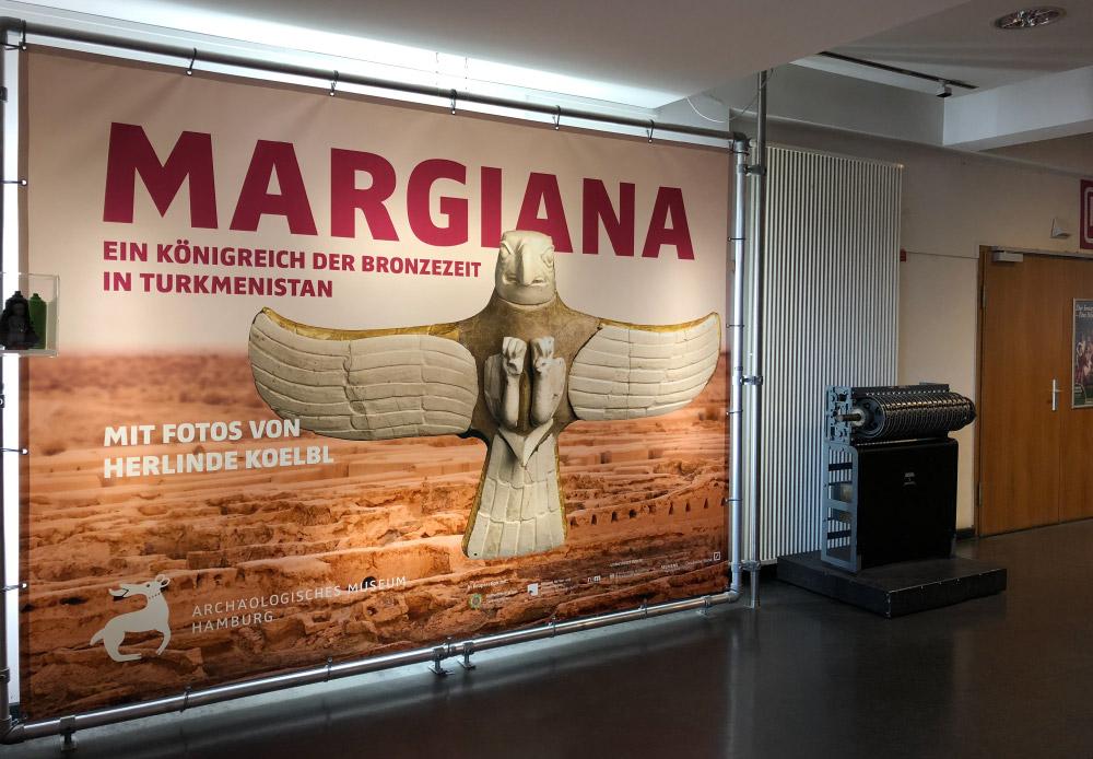 Bannerrahmen Wandmontage Aluminium Stecksystem Museum Hamburg