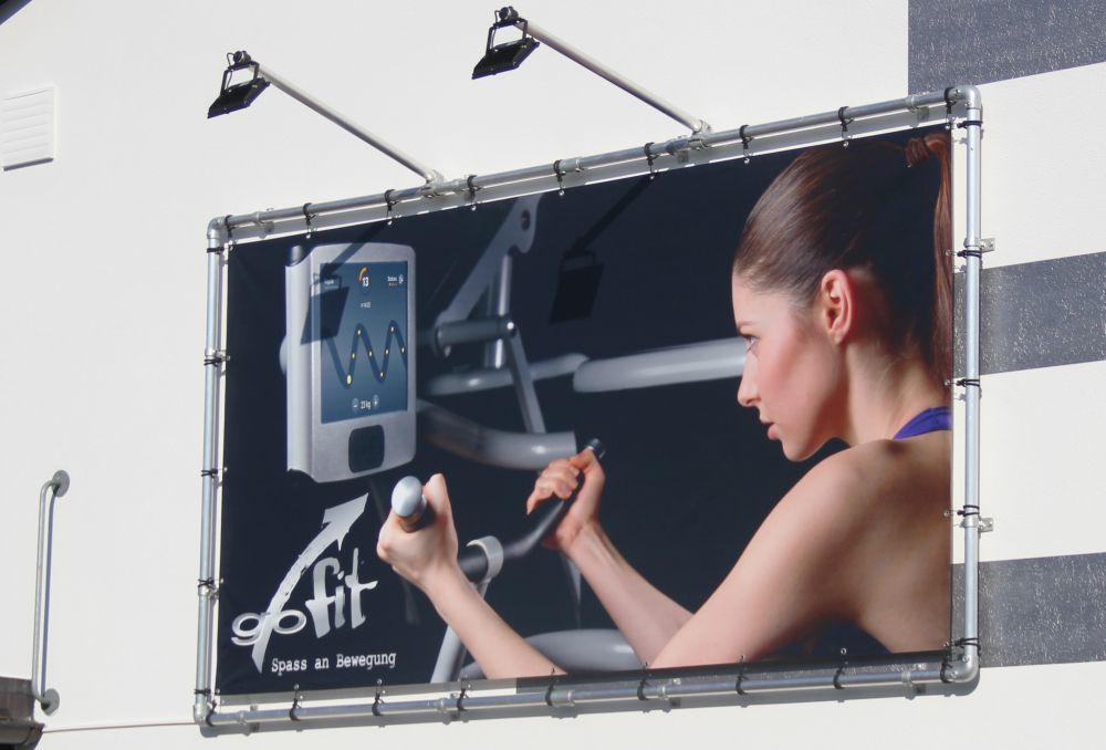 Alu-bannerrahmen-wandmontage-mit-led-beleuchtung